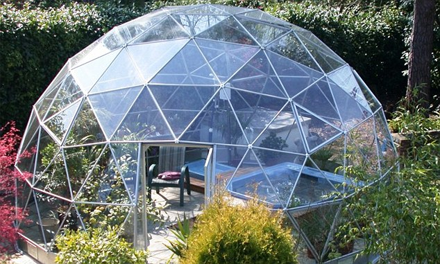 Would You Put A 22 000 Igloo In Your Garden Is It A Conservatory For A Moonbase No It S This Summer S Fad Daily Mail Online