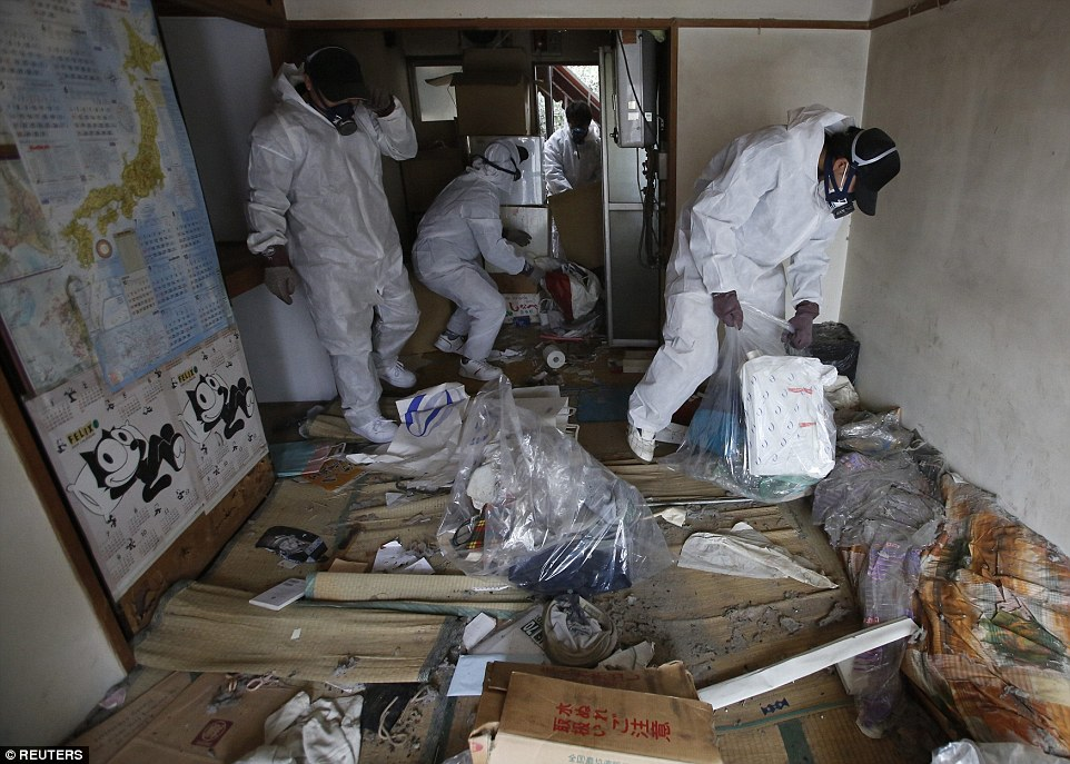 Japans Lonely Death Squads Who Empty Homes Of Elderly