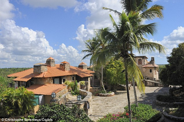 Secret Service hotel bill hits 104k as Bill and Hillary Clinton holiday in Dominican Republic