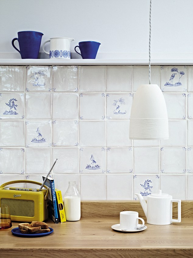 Wallpaper Falling Off Why We Are All Falling For The Dainty Delights Of Delft