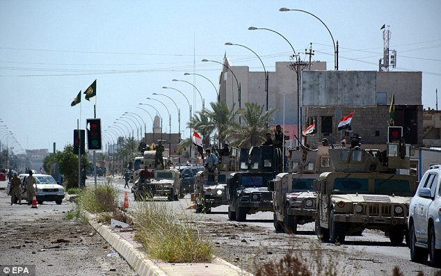 Convoy: Con Tikrit tomada, muchos iraquíes ahora esperan que la ofensiva del gobierno para orientar bien la provincia de Anbar o provincia Nínive - el hogar de la segunda mayor ciudad de Irak, Mosul, donde la decapitación salvaje tuvo lugar