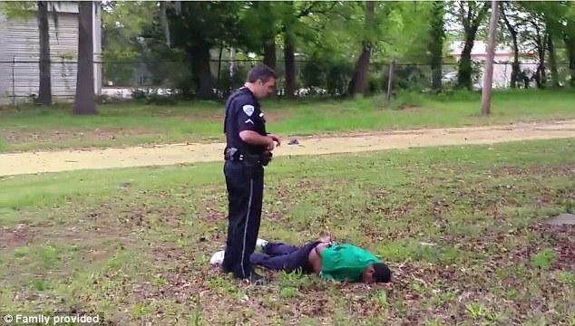 Consecuencias: Slager se representa por encima de pie junto a Scott, cuyo cuerpo fue esposado donde cayó