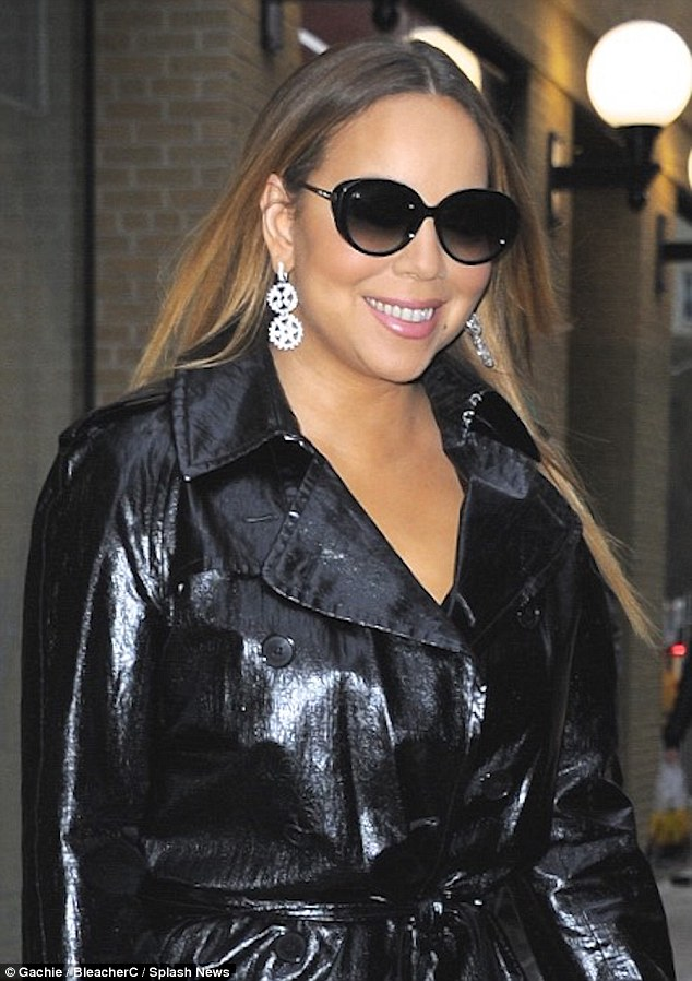 Mariah Carey Displays Her Diva Style In A Black Mac And