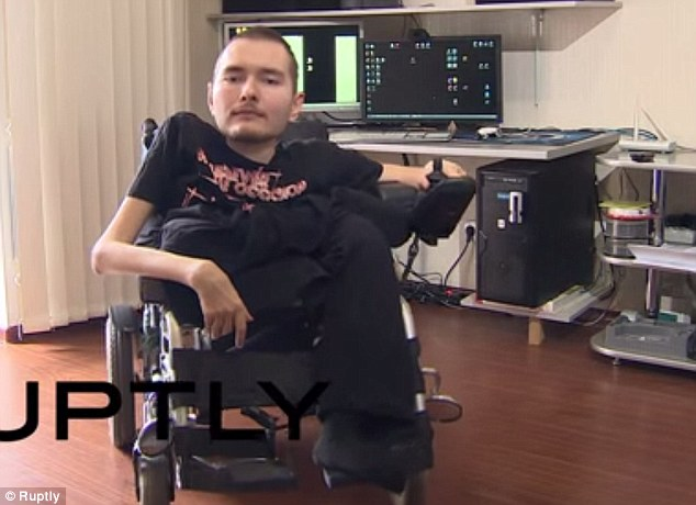 Valery Spiridonov wants to be the first person to undergo a head transplant despite the massive risks so he can have a shot at having a healthy body having suffered from Werdnig-Hoffman disease