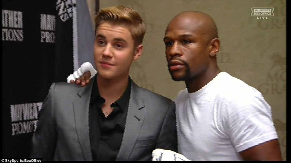 Justin Bieber poses with Floyd Mayweather ahead of his fight with Manny Pacquiao at the MGM Grand