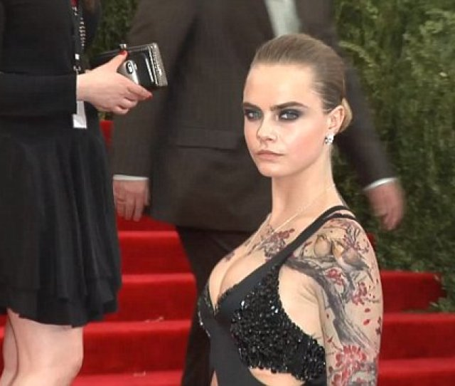 Cara Delevingne Gets Pre Met Gala Cherry Blossom Inking From Bang Bang Daily Mail Online