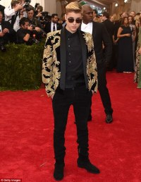 Justin Bieber dons sunglasses and a blazer embroidered ...
