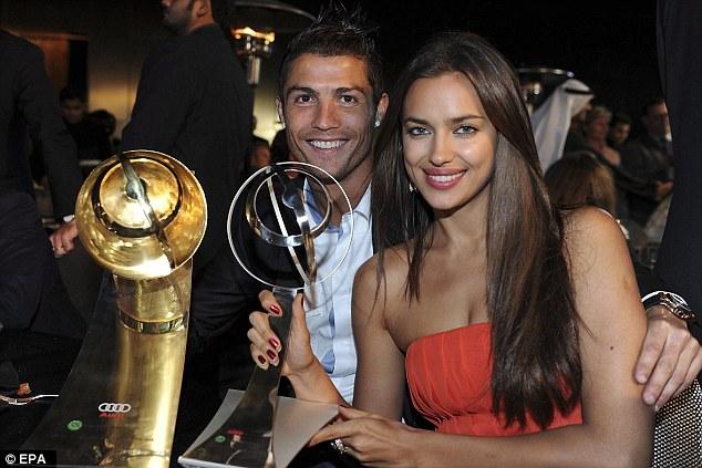 Splitsville: Irina memiliki lima tahun asmara jarak jauh dengan pemain sepak bola yang berpusat di Madrid Cristiano Ronaldo, sementara dia tinggal di New York