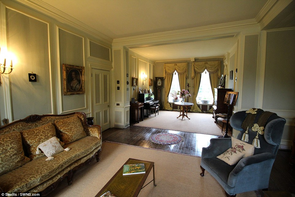 House Which Doubles For Home Of Downton Abbey Character Up