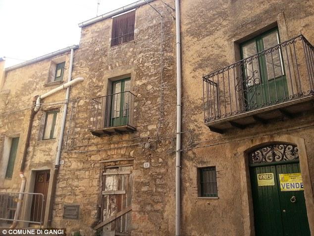 Offerte: Tre villaggi di tutta Italia stanno offrendo su case per un euro ciascuno - meno di un espresso