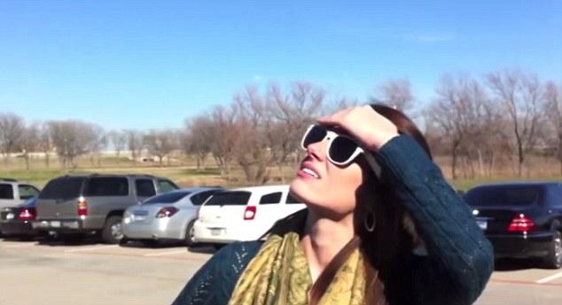 Los visitantes en Texas, los EE.UU. dejaron lo que estaban haciendo para mirar hacia el cielo