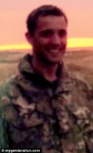 El jugador de 27 años de edad, nació un niño y pasó sus primeros años en el Ejército como un hombre