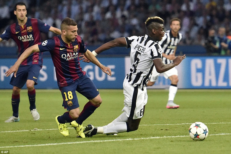 Juventus were incensed after seeing this Jordi Alba tackle on Paul Pogba at the edge of the box go unpunished by referee Cuneyt Cakir