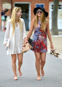 Ascot Racegoers Flaunt Dress Codes Ditch Shoes And