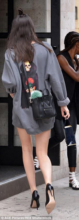 Foto Paha Mulus Kendall Jenner Seksi Tak Pakai Celana 4