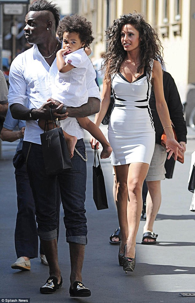 Balotelli and Raffaela spotted shopping in Milan - AFRICAMETRO ...