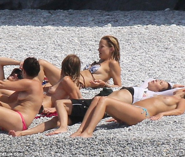 Daring To Bare Kates Female Friends Opted To Go Topless But The