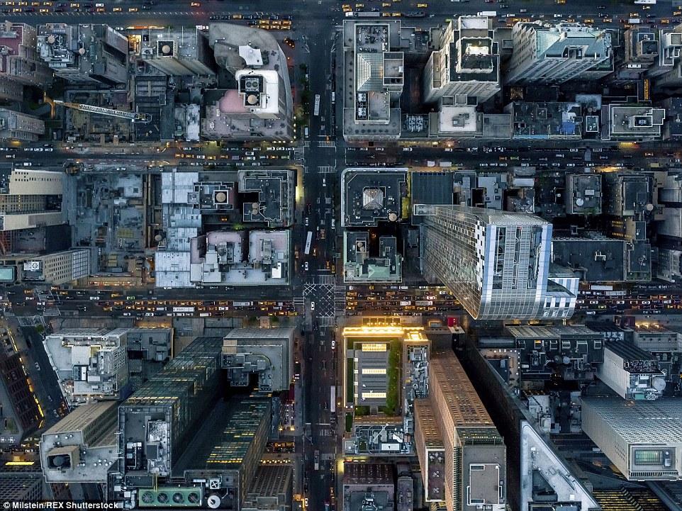 Midtown: Carros embalar as ruas de Nova York nesta imagem aérea impressionante que mostra fora a metrópole como nunca antes