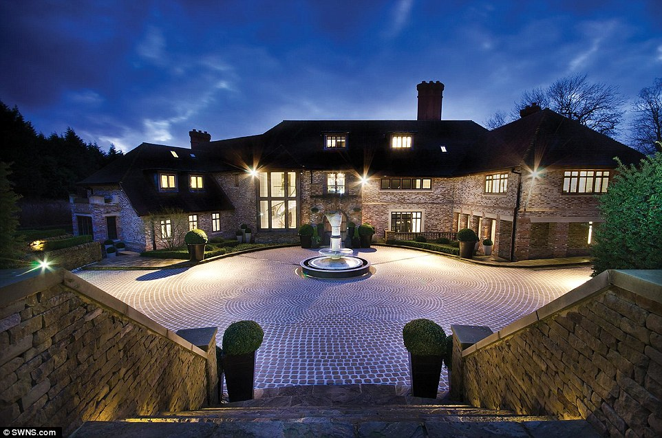 London Mansion With Cinema, Bowling Alley And GOLF COURSE