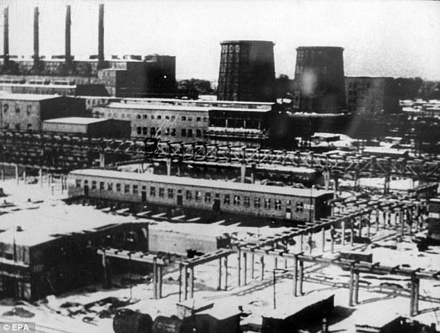 Todos habían sido asesinados en cámaras de gas alemanas en 1943 durante el Holocausto Segunda Guerra Mundial antes de que sus cuerpos y partes del cuerpo fueron trasladados al instituto médico legal en Estrasburgo.  Arriba, una imagen del campo de concentración de Auschwitz-Monowitz
