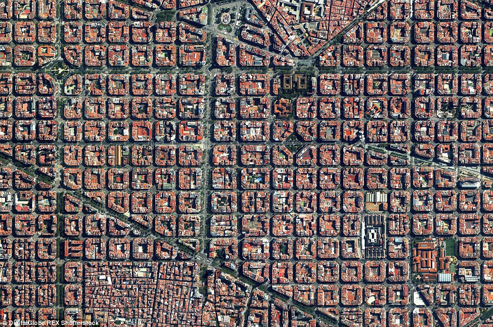The Example DIstrict in Barcelona, Spain, is characterised by its strict grid pattern and apartments with communal courtyards