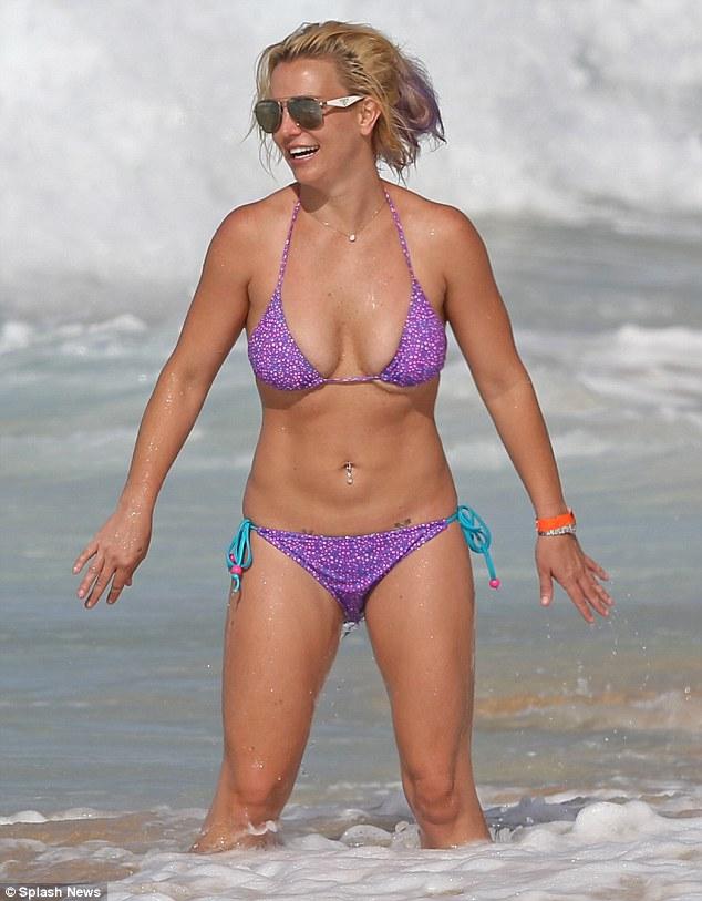 Foto Seksi Britney Spears Berbalut Bikini Di Hawaii 04