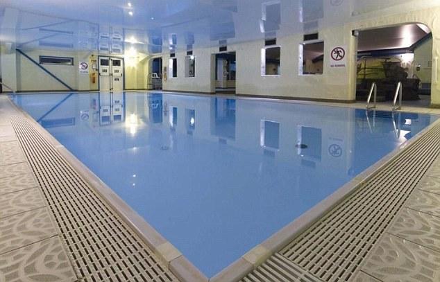 Los migrantes fueron alojados en hoteles brindando piscinas (foto de archivo), gimnasios y spas, incluso antes de solicitar asilo
