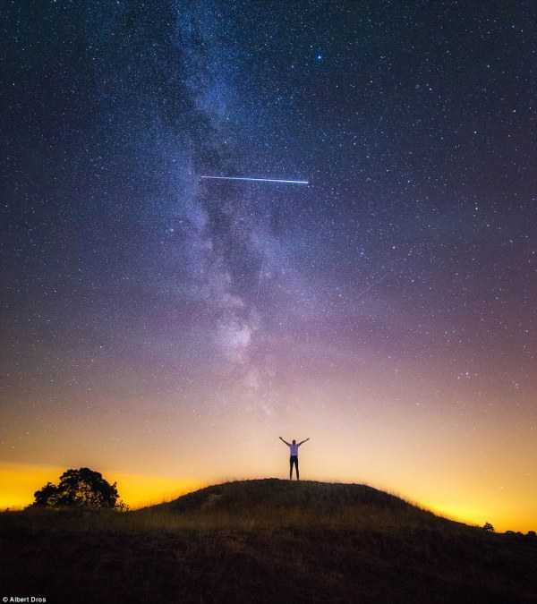 Perseids Meteor Shower Peak Week With 100 Shooting Stars Hour Daily Mail Online