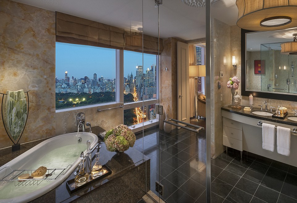apple kitchen rugs cherry cabinets the world's most amazing skylines from hotel bath tubs ...