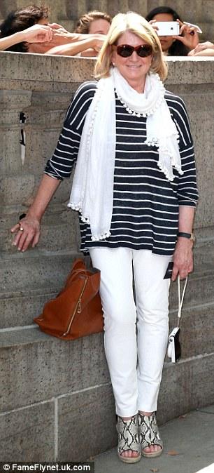 Balený dom: Martha Stewart (L) a Lake Bell (R), ktorí spoluorganizovali podujatie s Jane Lynch, boli tiež prítomní