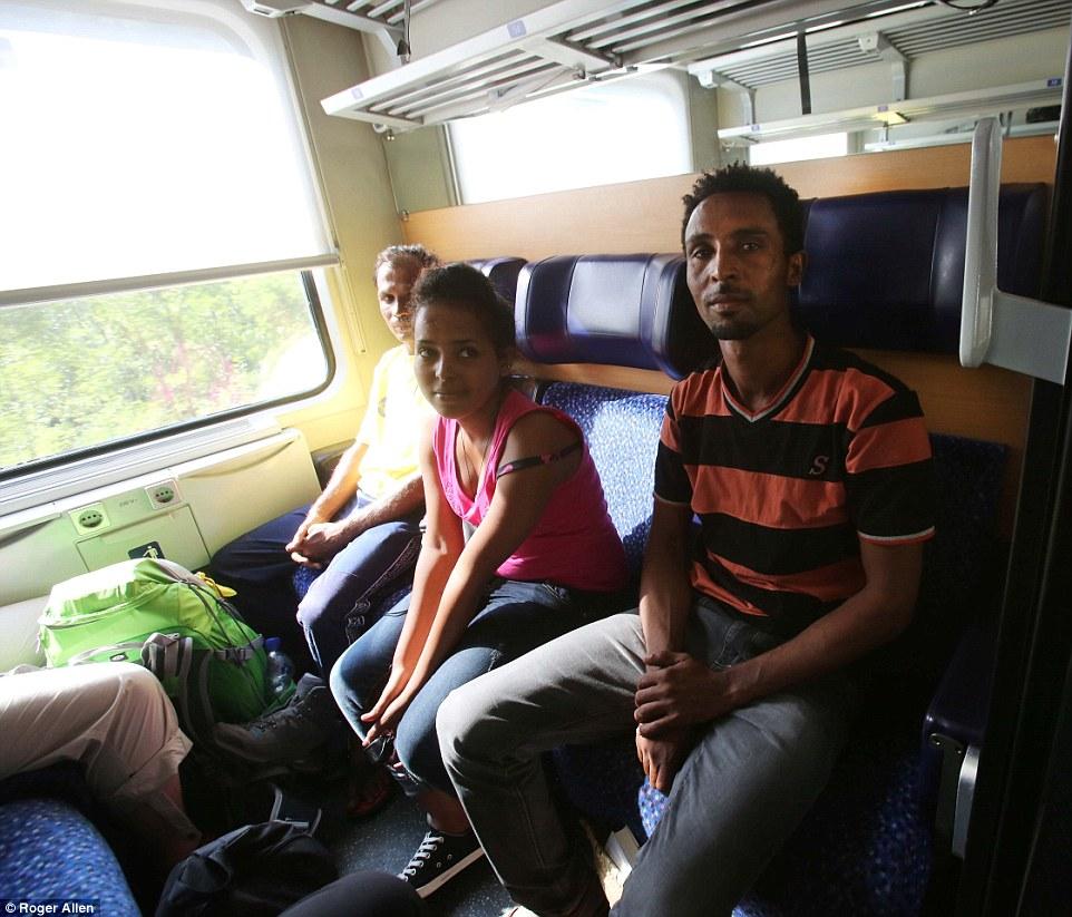 Nueva vida: Estos refugiados están viajando a Rosenheim, Alemania, que tuvo en un registro de 6.400 refugiados el mes pasado