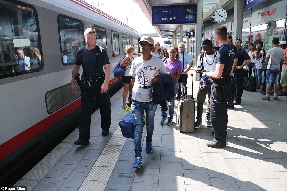 Mejor vida: La mayoría de los migrantes que hablaron con MailOnline viajó a Europa para la posibilidad de una vida mejor a través del trabajo - en una caja fuerte de señores de la guerra, violación, extorsión y asesinato de la tierra