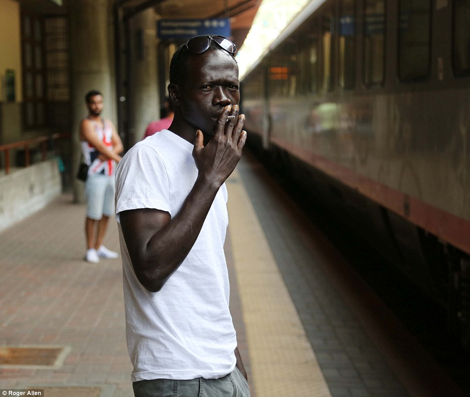 Ruta peligrosa: Ibrahim (en la foto) vendía ropa en un mercado en Gambia, pero se enfrentó a tal persecución por la policía que viajó a Libia y pagó £ 700 para los traficantes que lo llevara a Italia