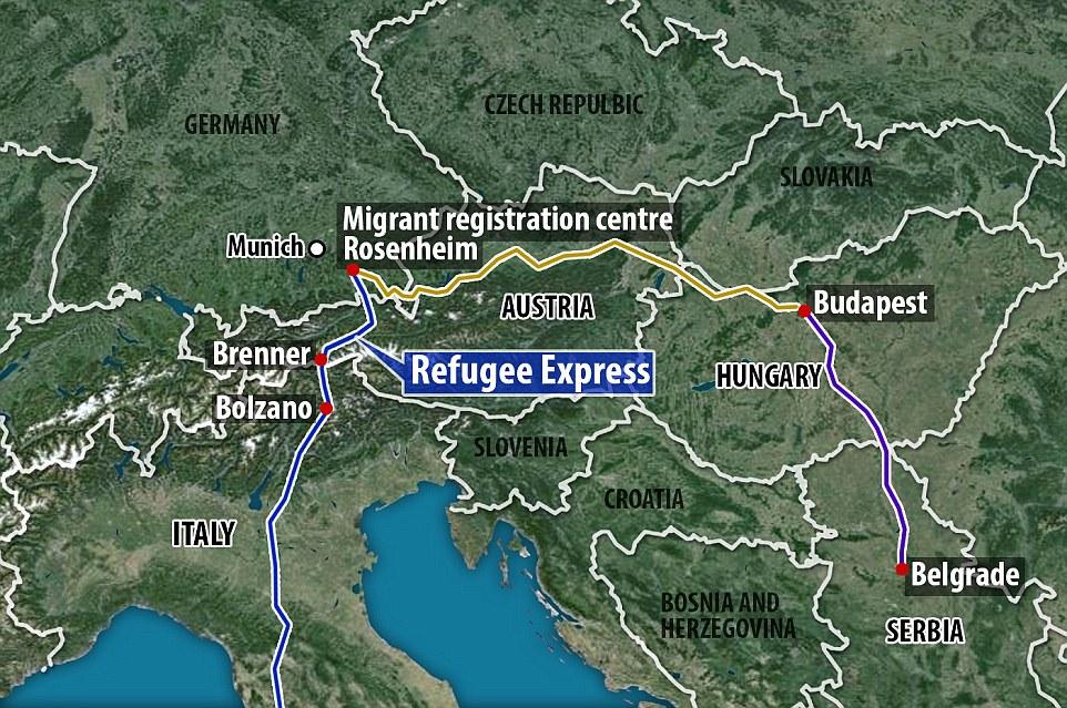 En las pistas: Ibrahim y otros migrantes subieron al tren en Bolzano, norte de Italia, mientras que otros están haciendo el viaje aún más largo de Budapest, Hungría.  Los inmigrantes que aterrizan en Grecia a menudo viajan al norte a través de países como Macedonia y Serbia para coger el tren a Alemania desde Budapest