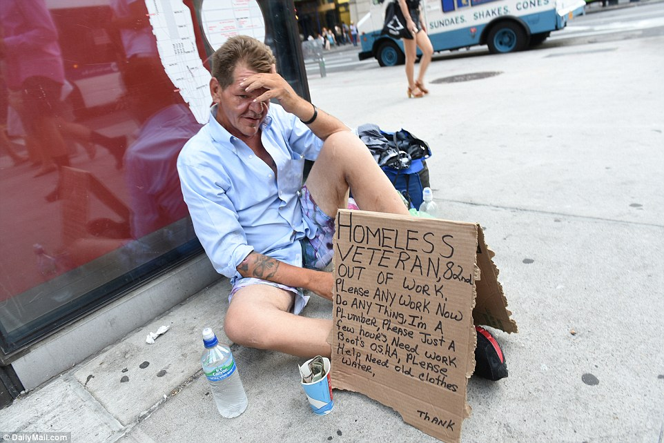 FOUR THOUSAND sleeping on New York streets with beggars ...