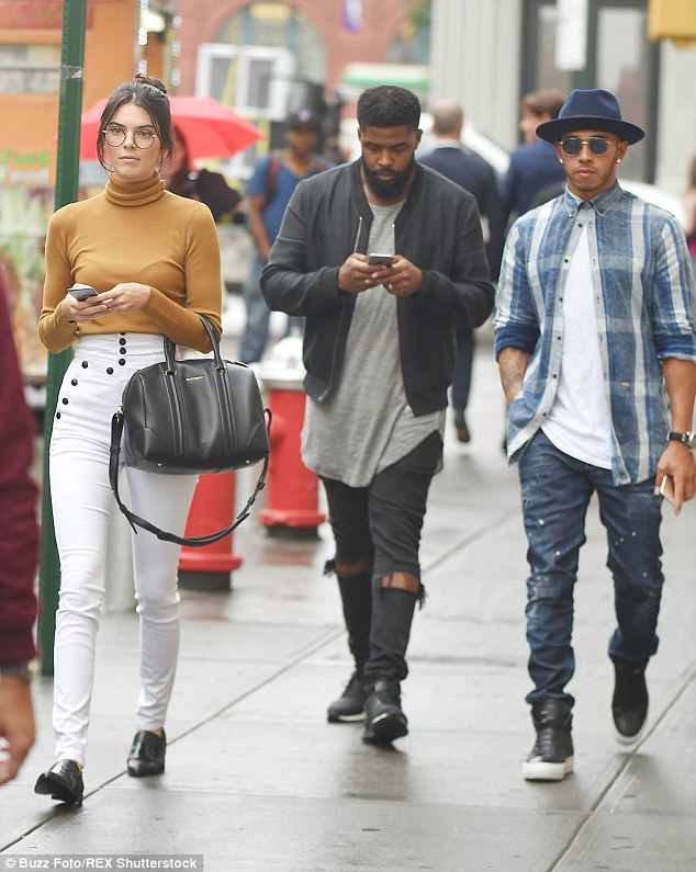 Kendall Jenner Steps Out With Lewis Hamilton In New York Wearing Skinny Jeans Daily Mail Online