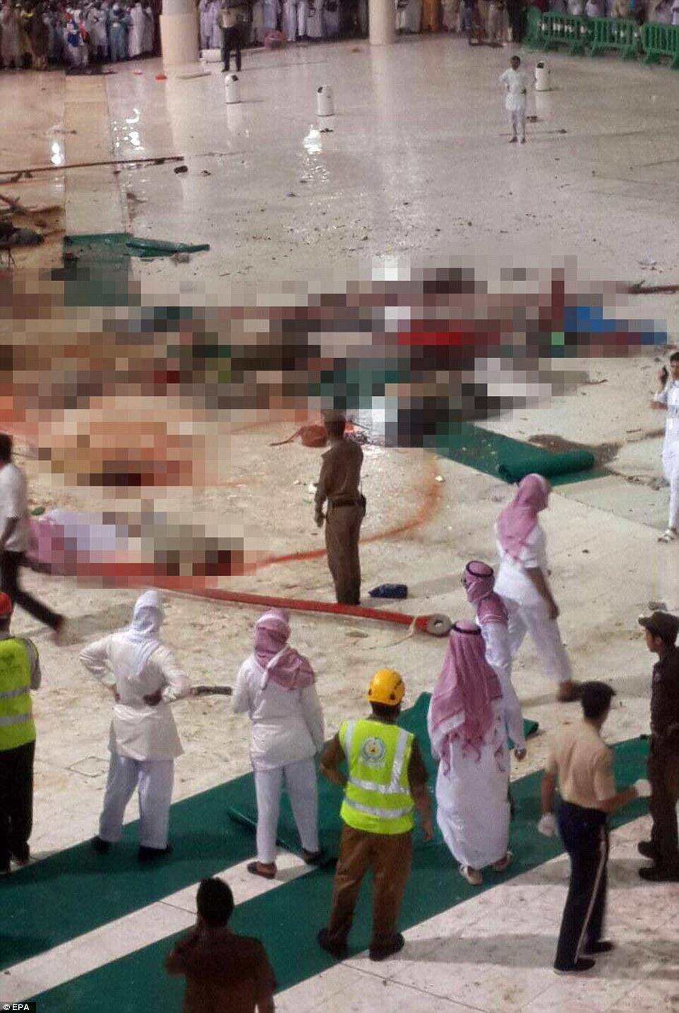Horror: Rescate de los trabajadores, los lugareños y peregrinos que han viajado a La Meca ven con horror como las víctimas del accidente de la grúa se disponen