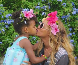 Too cute! Beyonce posted a gorgeous photo on Friday showing her sharing a kiss with her daughter while on her recent holiday