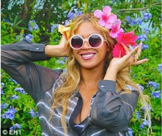 Beyonce & Blue Ivy Share A Kiss