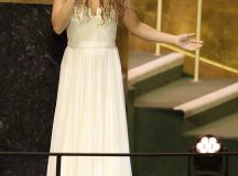 Shakira looks stuns as she performs John Lennon's Imagine for Pope Francis at UN | Daily Mail Online