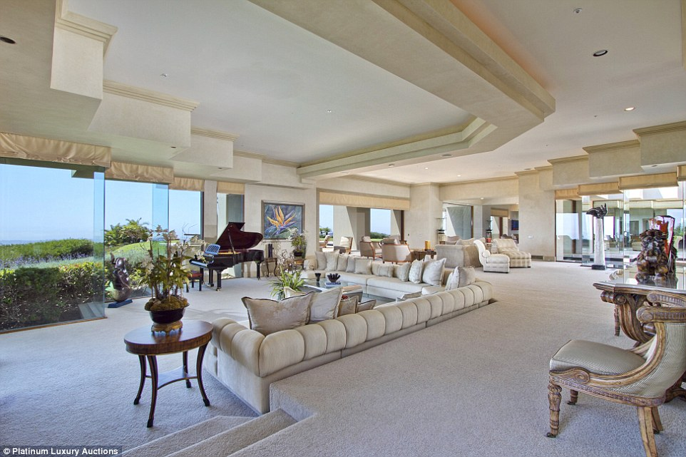 California Mansion On Paint Mountain In Escondido Sells
