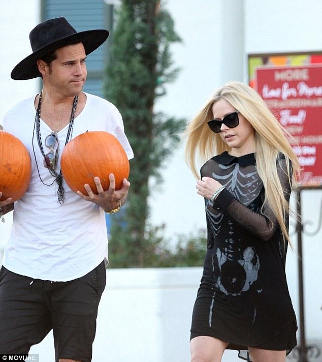 Foto Nip Slip Hot Payudara Avril Lavigne Terekspos