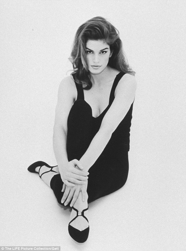 Ireland Fall Wallpaper Cindy Crawford 49 Shows Off Her Svelte Model Figure In