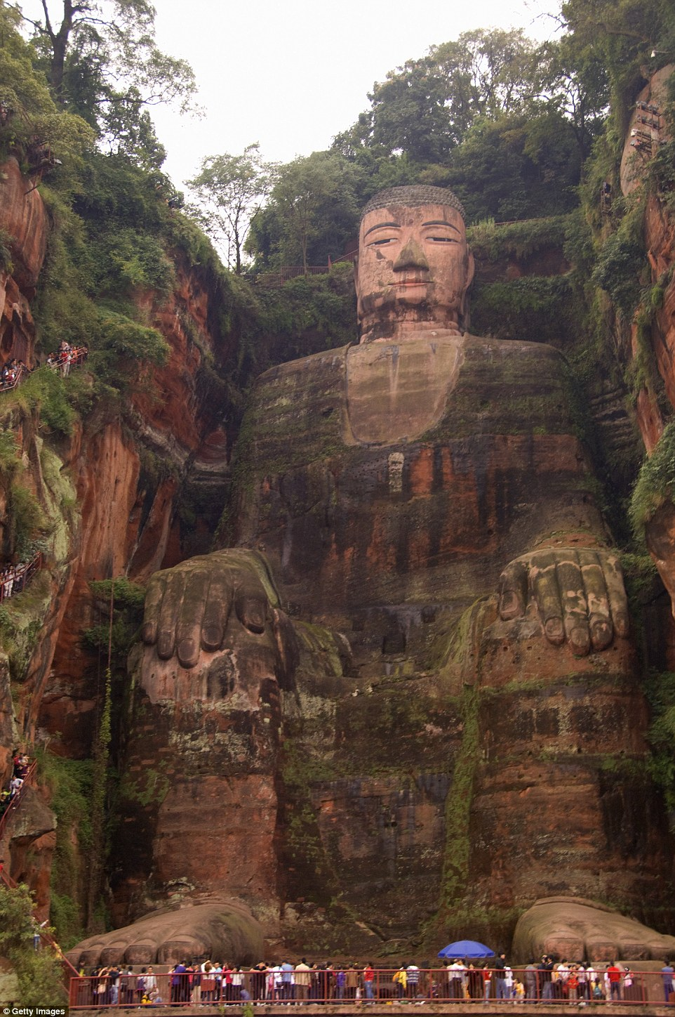 Lè Shān's gigantic, 1,200-year-old Grand Buddha sits carved from a cliff face overlooking three busy rivers: the Dàdù, Mín, and Qīngyì. The giant statue has fingernails larger than the average human, and attracts multitudes of tourists to the area