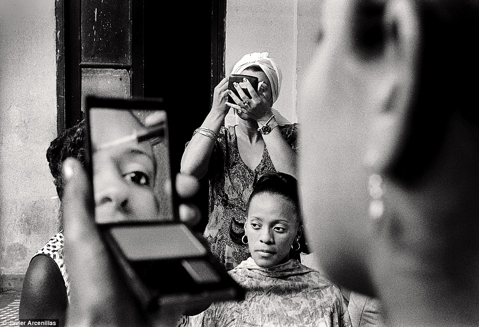 Travel - Honourable mention: Make-up in a dancer club by Javier Arcenillas. Several dancers from a dance group of different ages are putting make-up on and preparing to work on stage in a dance show in the city of Santiago de Cuba