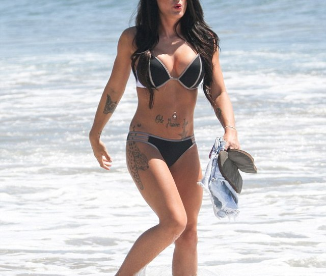 An Amazing Body The Tv Icon Showing Off Her Figure In A Two Piece In