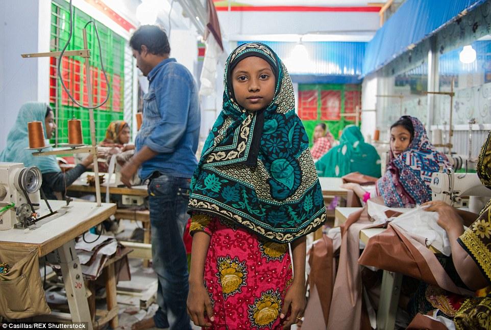 Se cree que hay aproximadamente un millón de niños de 10 a 14 años que trabaja como niños trabajadores en Bangladesh, según UNICEF - pero el número es mucho mayor cuando se amplió la franja de edad