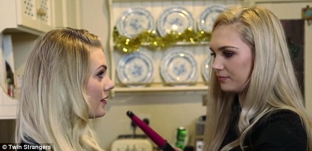 Shannon, who is also a makeup artist, curled Sara's head and with makeup and the same hair, the pair look identical