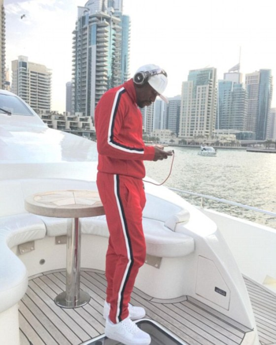 Floyd Mayweather relaxes om a yacht 'Thinking about which country I should go to next on #AirMayweather'