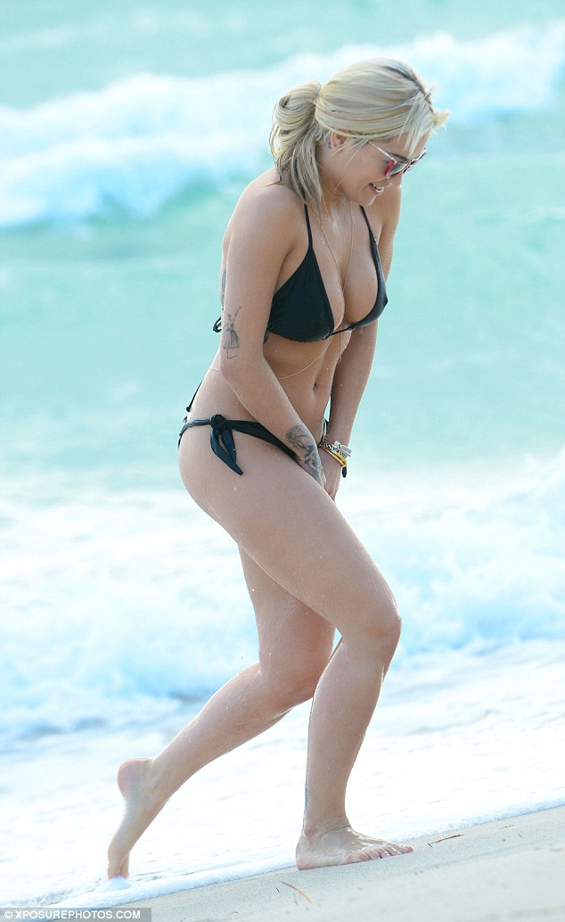 Mission aborted! The 25-year-old singer was seen running up the beach, covering her swimsuit with her hands